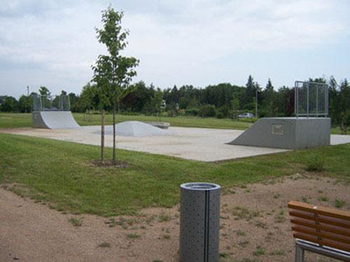 Mobiliář v Běchovickém parku